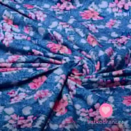 Úplet potisk růžové květy na potrhané džínovině