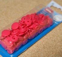 Patentky plastové Color snaps malinové